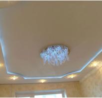 Двухъярусные потолок с светильниками