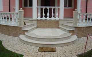 Лестница над входом