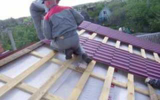 Как класть металлочерепицу на ломаную крышу