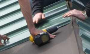 Как крепить листы профнастила на крыше