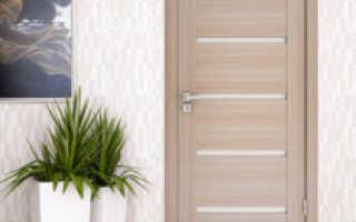 Ламинат к белым дверям фото